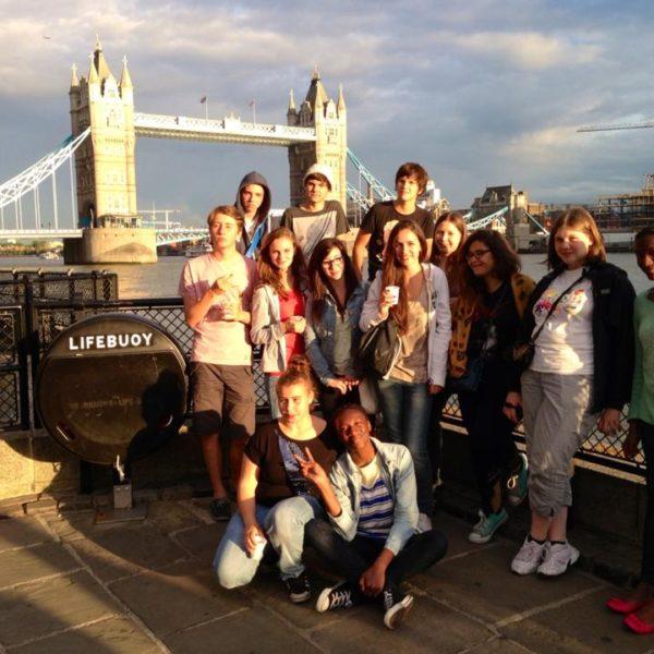 Groupe REGARDS devant le pont de Londres