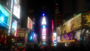 Vue de Broadway de nuit